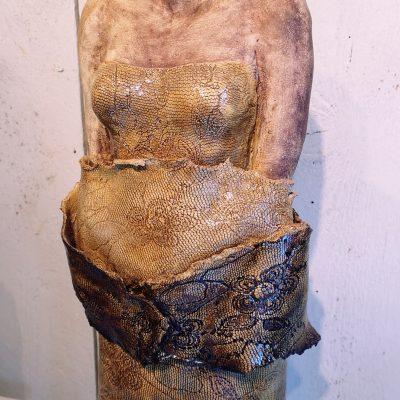 Kvinna i stengodslera